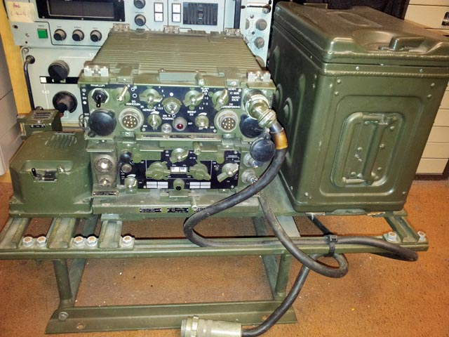 Philips RT-3600 45 Watt Dutch Army VHF Vehicle Transceiver, Complete Vehicle Setup